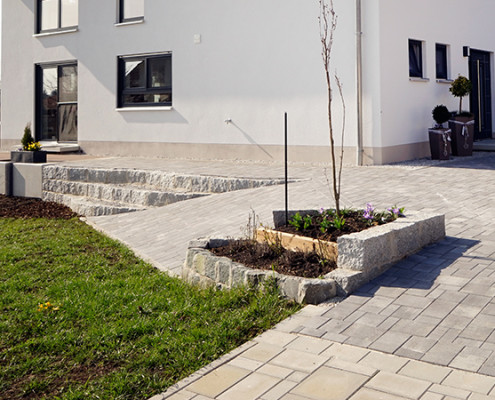 Neuanlage der Grünflächen und Außenanlagen