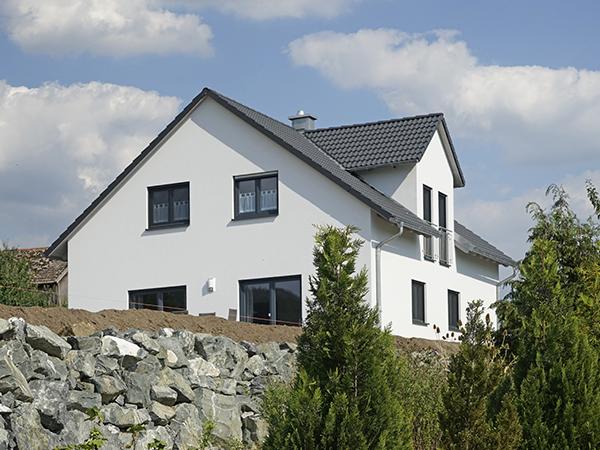 privater Neubau mit Dachspitz