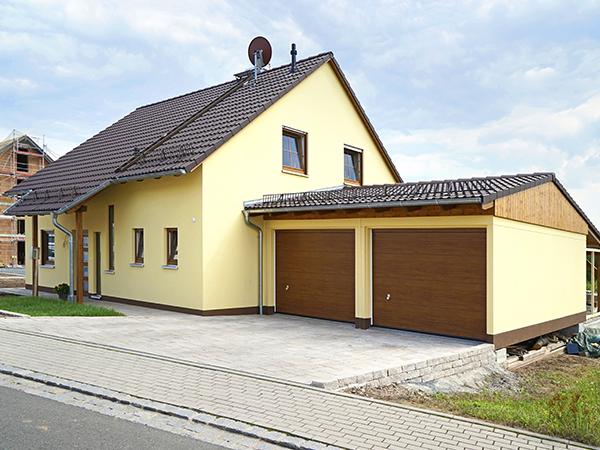 Hausbau und Gestaltung/Pflasterarbeiten des Eingangsbereiches